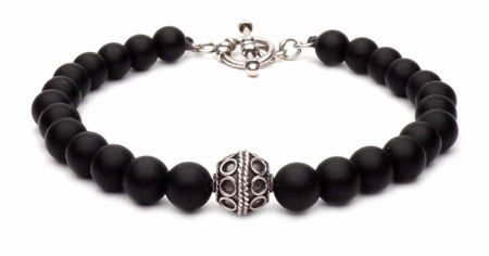 black beaded bracelet with t-clasp