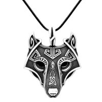 Necklace with pendant in the shape of a wolf's head, jewel with a wolf's head